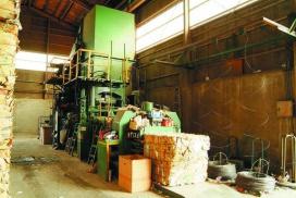 古紙処理 油圧プレス写真